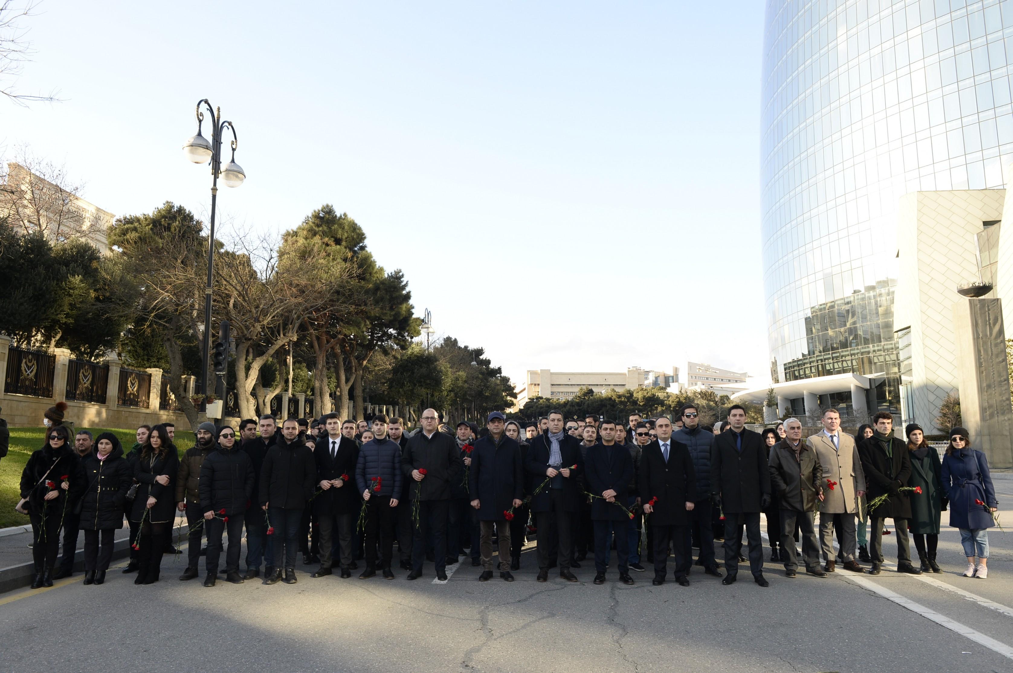 Dövlət Turizm Agentliyi və turizm sektorunun nümayəndələri Şəhidlər Xiyabanını ziyarət ediblər